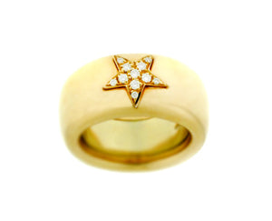 Yellow gold ring with a diamond star