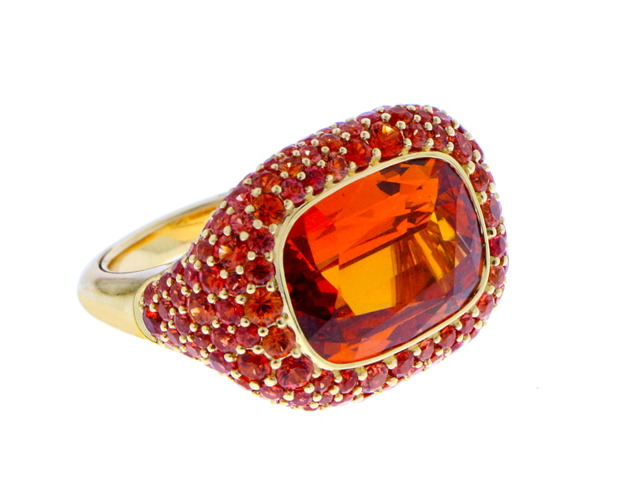 Yellow gold ring with spessartite garnet and orange sapphires