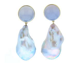 Yellow gold earrings with chalcedone and baroque pearl pendants