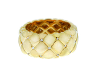 Gold ring matelasse with diamonds
