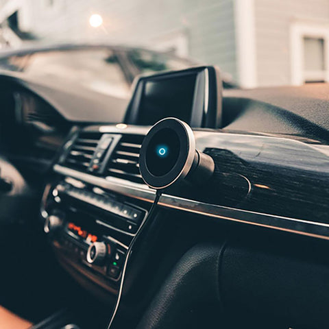 Magnet King Wireless Charger Mount stuck to dashboard usage