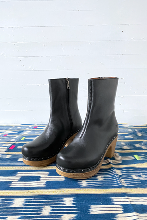 CALOU Molly Boot in Pebbled Black
