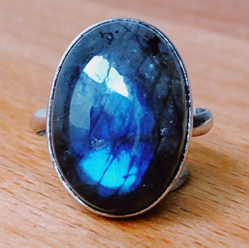 LABRADORITE RING - OVAL  2cm x 1cm approx  STERLING SILVER BAND :    SIZE 7