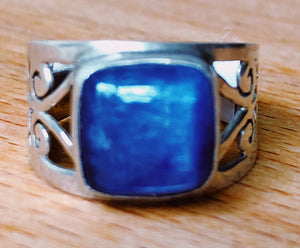 BLUE POLISHED KYANITE RING -  1cm x 1cm SQUARE   STERLING SILVER ORNATE BAND ;  SIZE 7