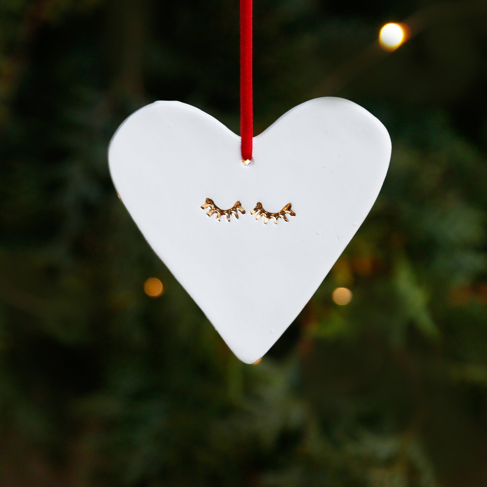 Stylish Heart Ornament with 22c Gold Lustre Eyelashes