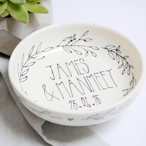 Stylish Wreath Mr and Mrs Personalised bowl