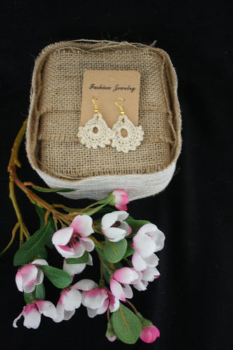 BEIGE DAINTY EARRINGS