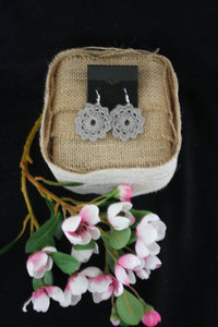 GREY FLOWER DOILY EARRINGS