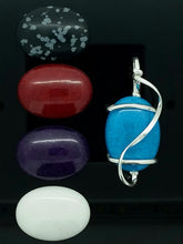 Pendant with interchangeable stones