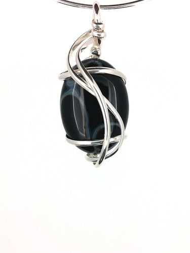 G07Z01 with black and white striped agate