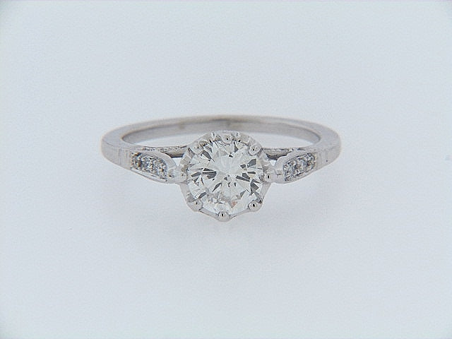 18K-WG ANTIQUE STYLE DIAMOND SOLITAIRE RING