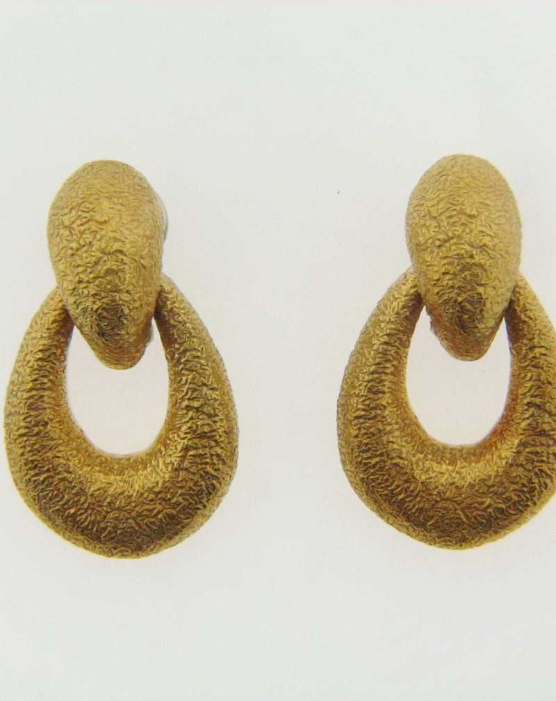 18K-YG TEXTURED DOOR-KNOCKER EARRINGS