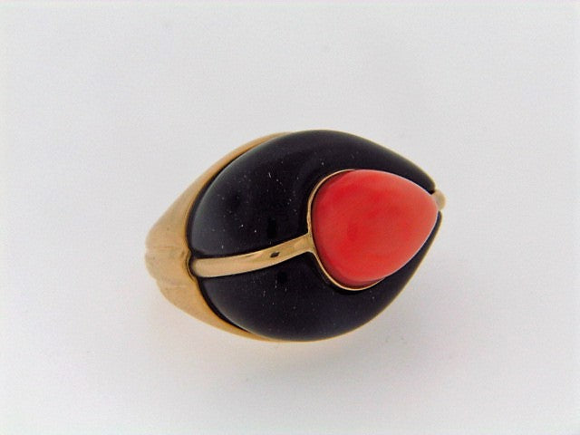 18K-YG PINK CORAL AND BLACK JADE RING
