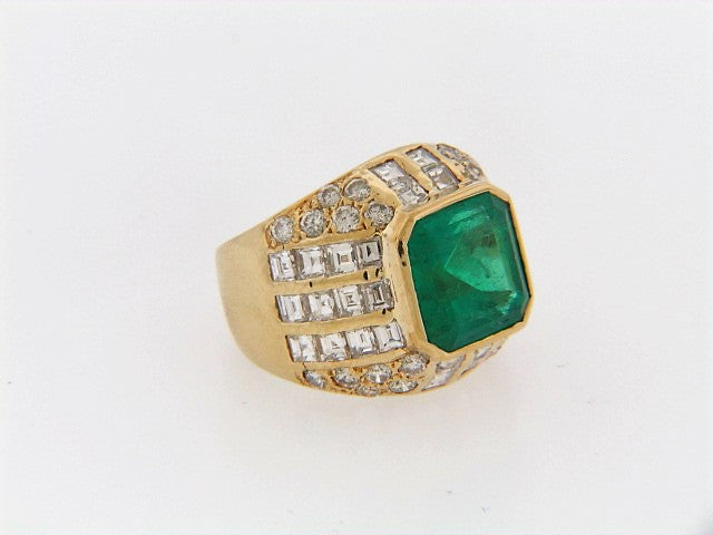 18K-YG EMERALD AND DIAMOND RING