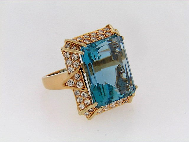 18K-YG AQUAMARINE AND DIAMOND RING