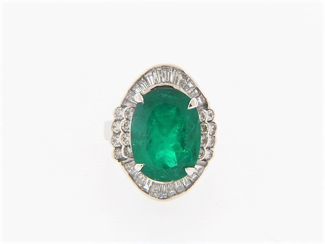18K-WG EMERALD AND DIAMOND RING