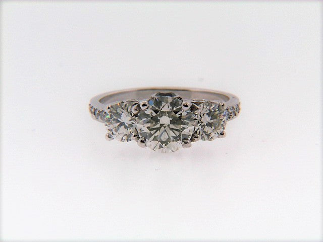 18K-WG DIAMOND SOLITAIRE THREE-STONE RING