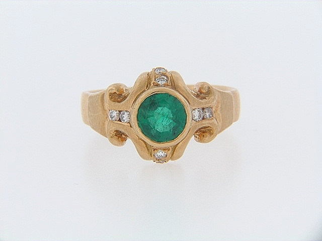 18K-YG EMERALD AND DIAMOND RING | 18 Karat Appraisers | Beverly Hills, CA | Fine Jewelry