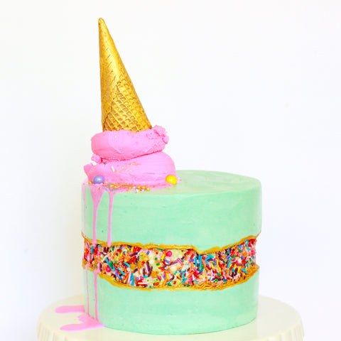 Learn to decorate buttercream cakes with sharp edges at The Ultimate Sugar Show in Atlanta, GA  on Nov 9, 2019 from 2:30 - 5:30 PM.