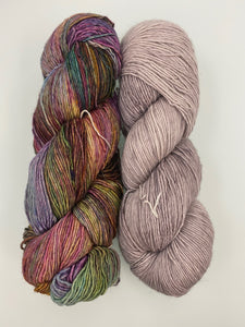 Hug Shot Yarn Kit -- Arco Iris & Pearl