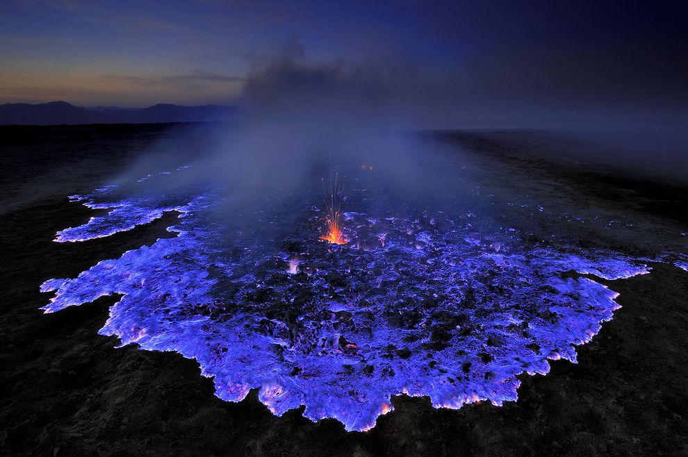 blue-lava-ijen-crater-indonesia-olivier-grunewald-fallow1