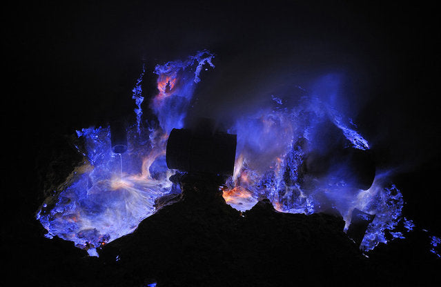 blue-lava-ijen-crater-indonesia-olivier-grunewald-fallow2