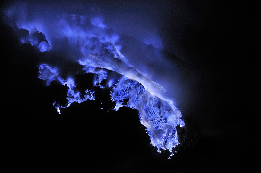 blue-lava-ijen-crater-indonesia-olivier-grunewald-fallow6