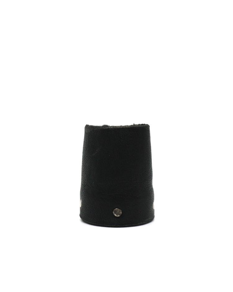 Detaj Short Black Leather Ring
