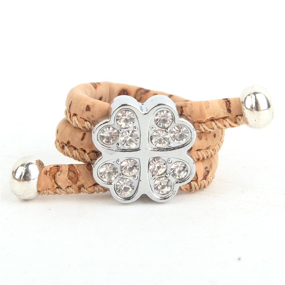ring, Rhinestones Clover Flower ring - movevegan, vegan fashion product trends, cork, animal free
