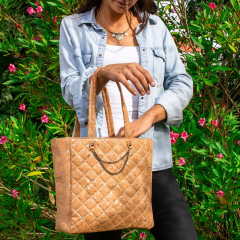 handbag, Big Luxe-imitating Quilt Body bag - movevegan, vegan fashion product trends, cork, animal free
