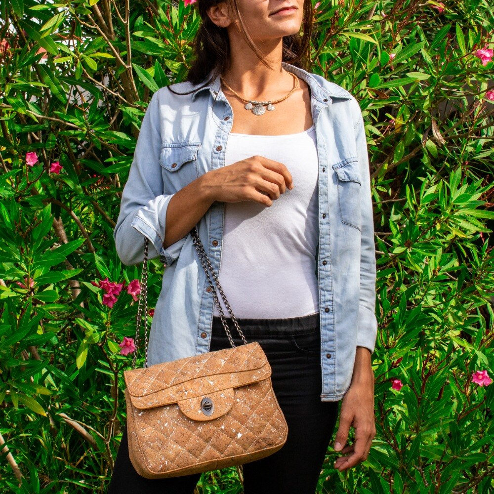 handbag, Luxe-imitating handbag with quilting - movevegan, vegan fashion product trends, cork, animal free