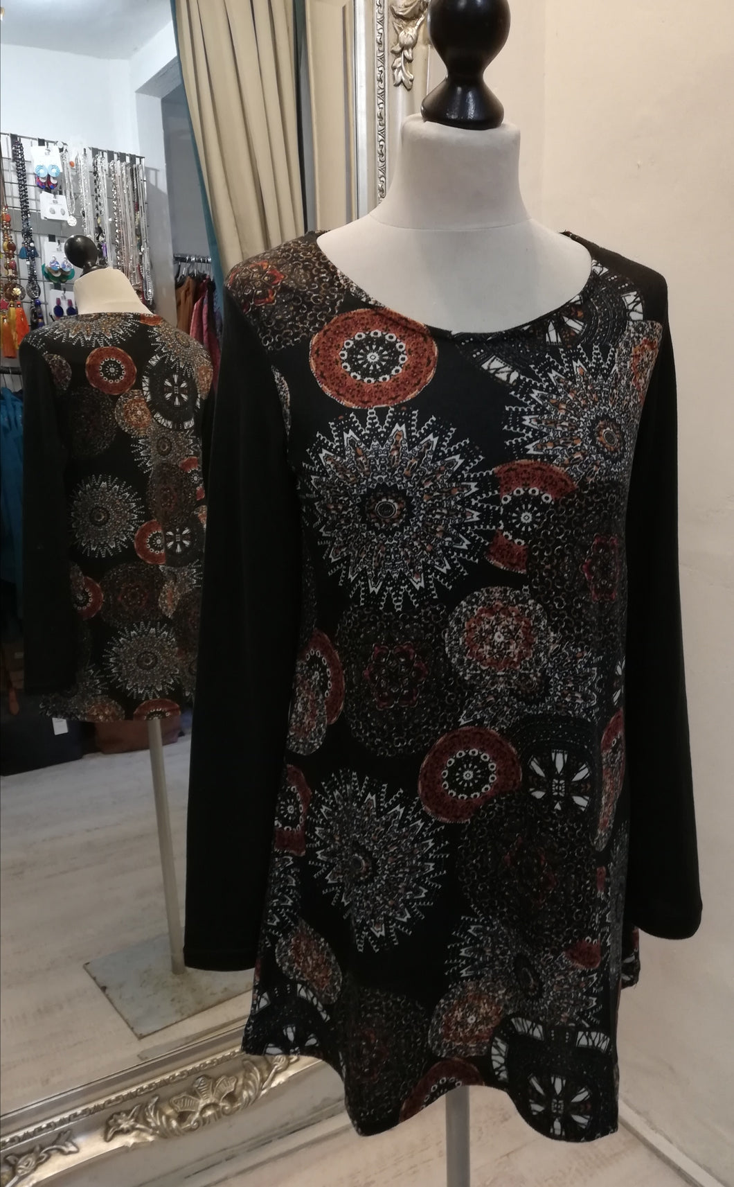 Coline Black pattern Tunic Top size M (10)
