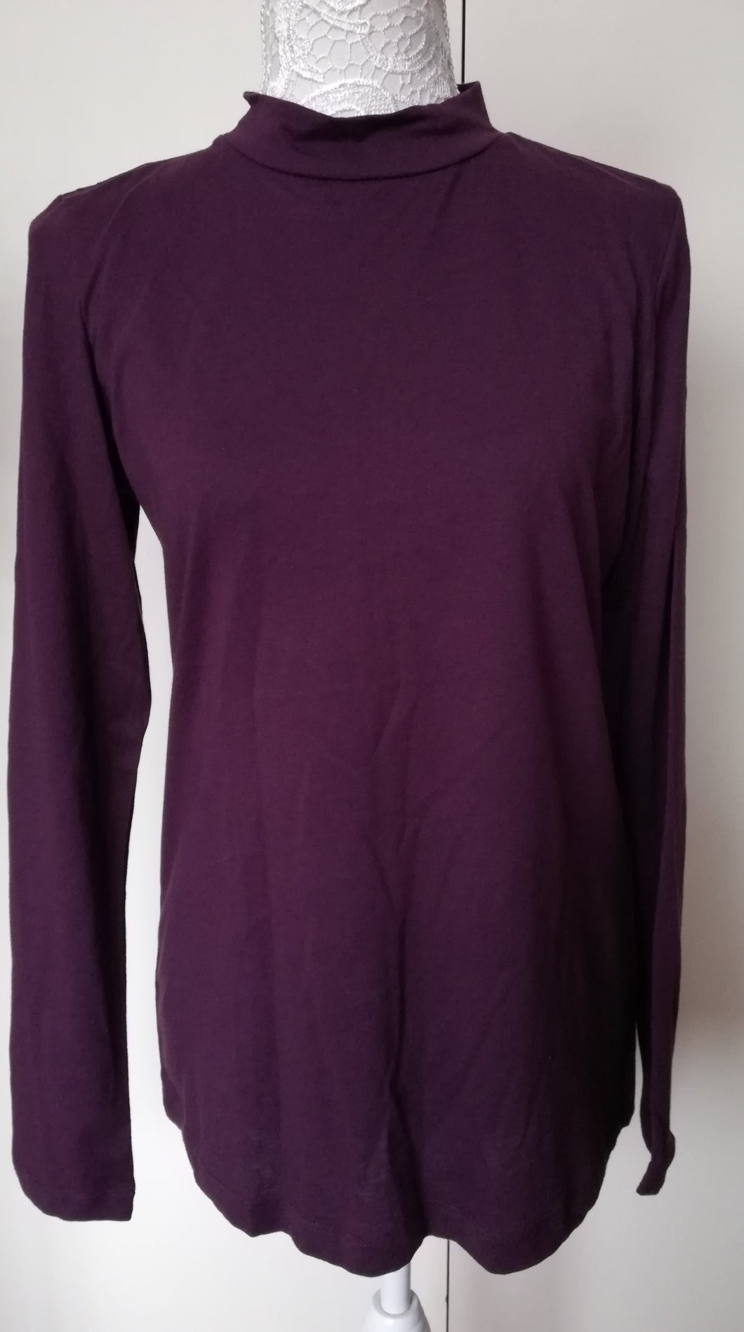 Lily & Me fig turtle neck top size 14