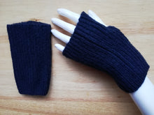 Load image into Gallery viewer, Navy fingerless mitten