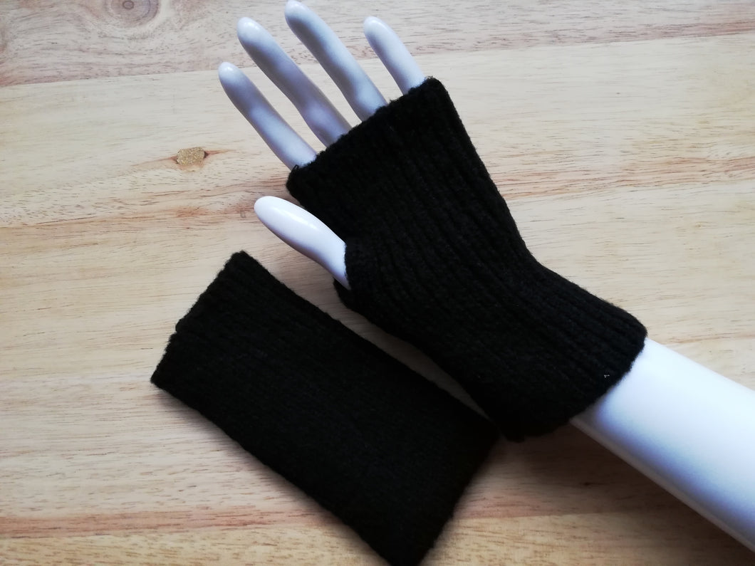 Black fingerless mitten