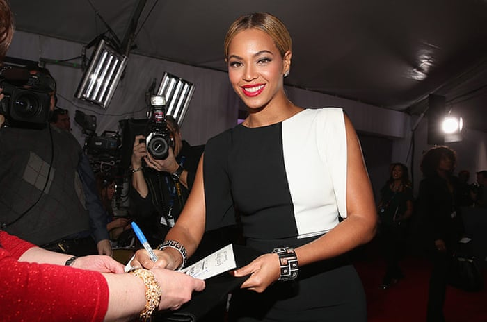 Is Beyonce Left Handed or Right Handed?