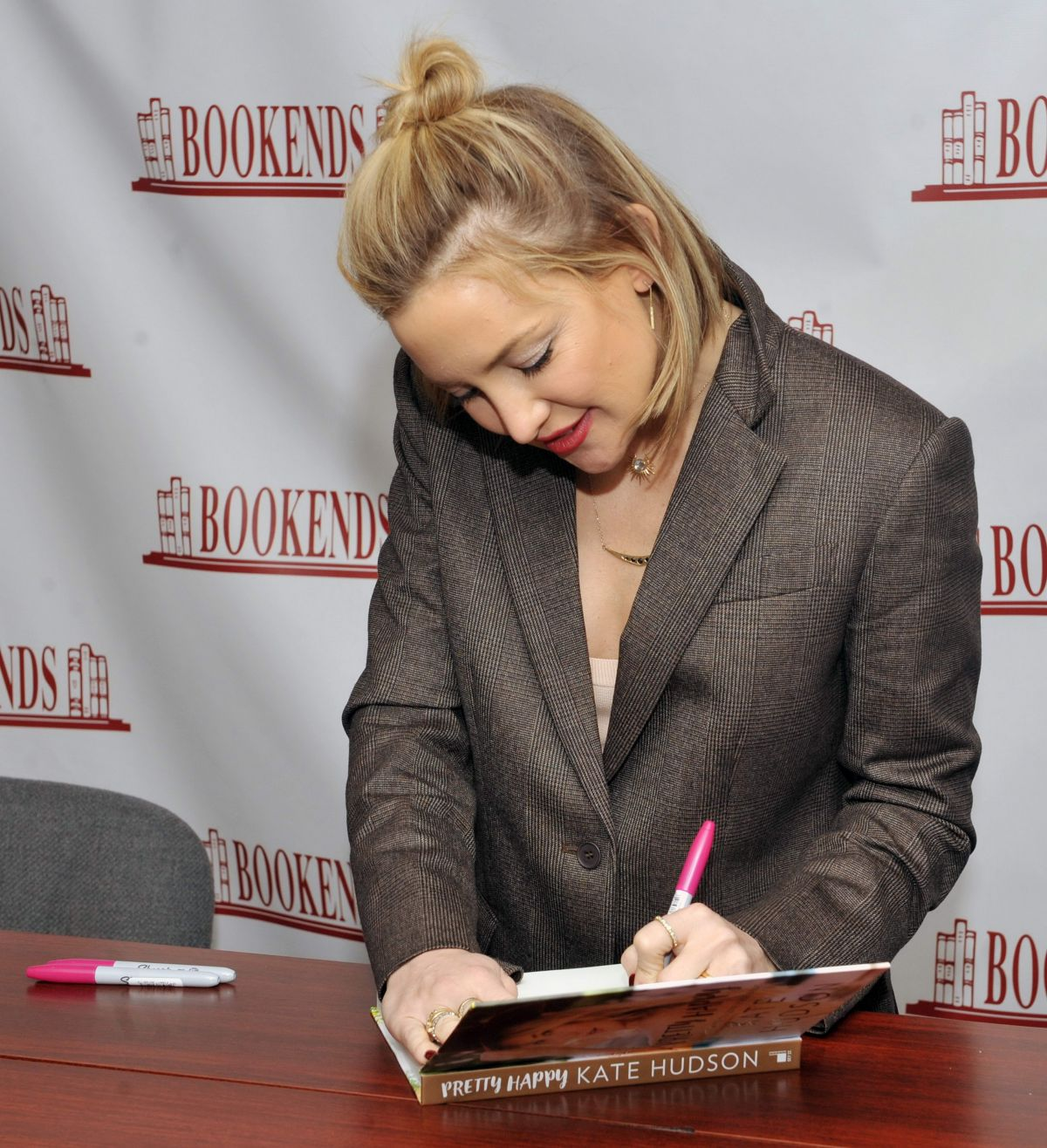 Left Handed Celebrities | Kate Hudson