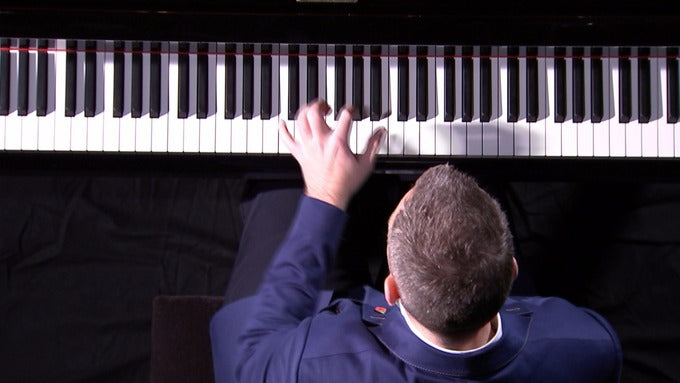 Left Handed Pianists | A Rare and Cool Talent