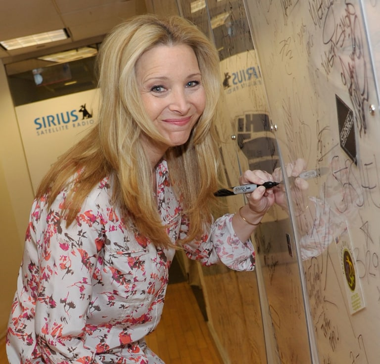 Left Handed Celebrities | Lisa Kudrow