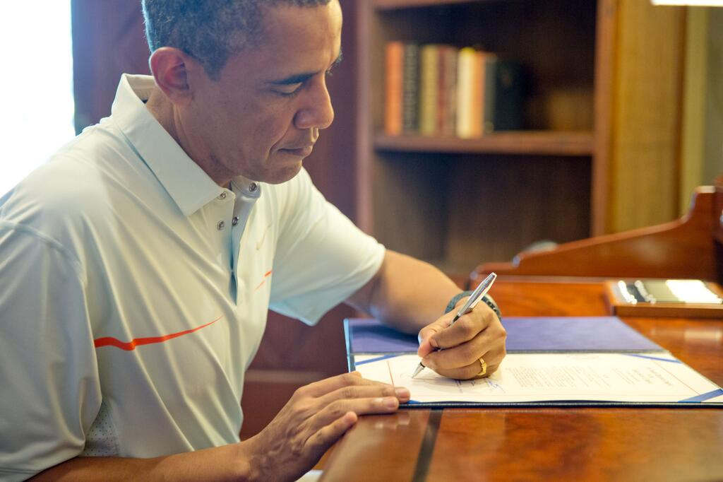 Left Handed Celebrities | Barack Obama