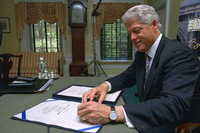 Bill Clinton left handed