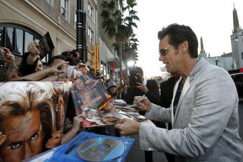 everybody wants to know is jim carrey left handed lefties only