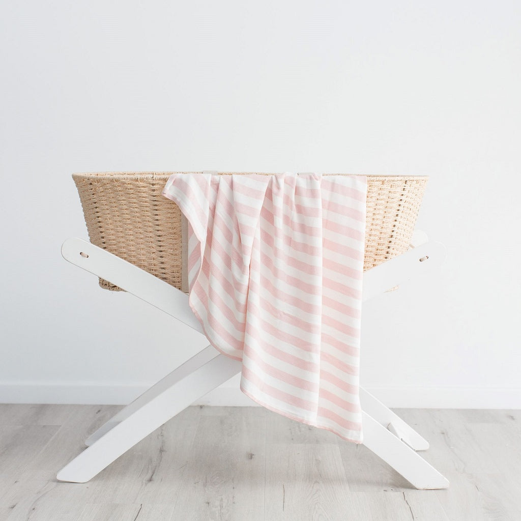 Bamboo blanket for newborns in pink stripe