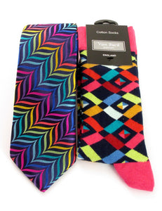 Van Buck Limited Edition Zig Zag Silk Tie & Geometric Socks Gift Set