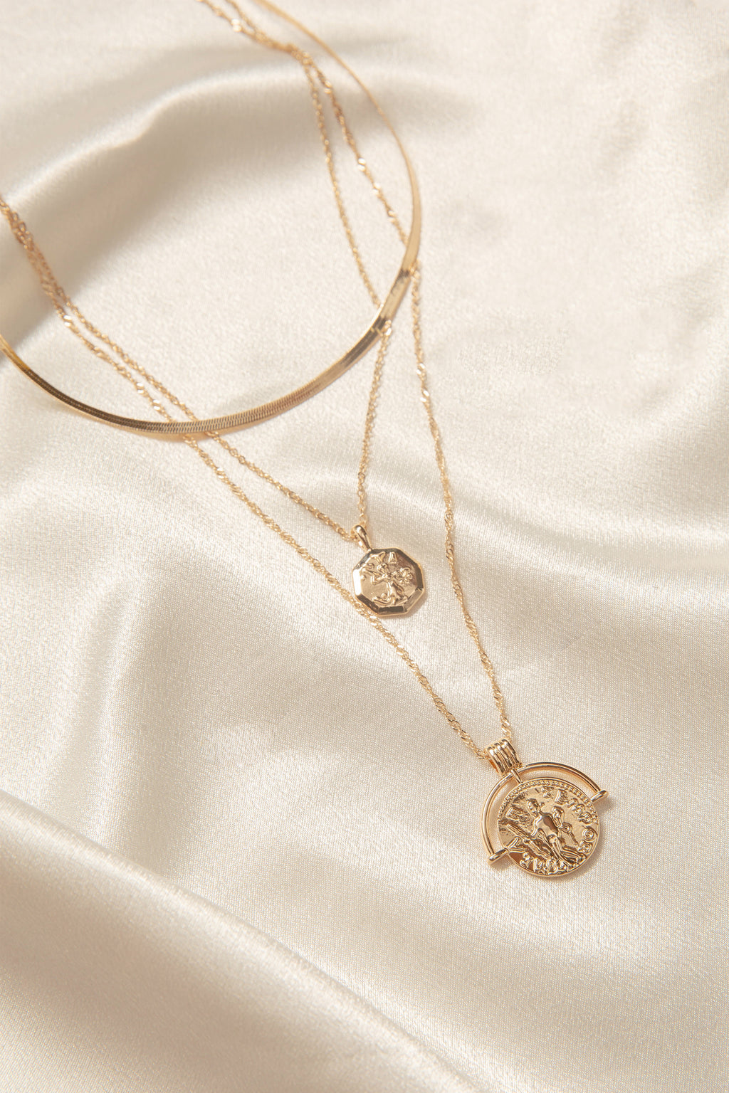 Medallion Chain Necklace