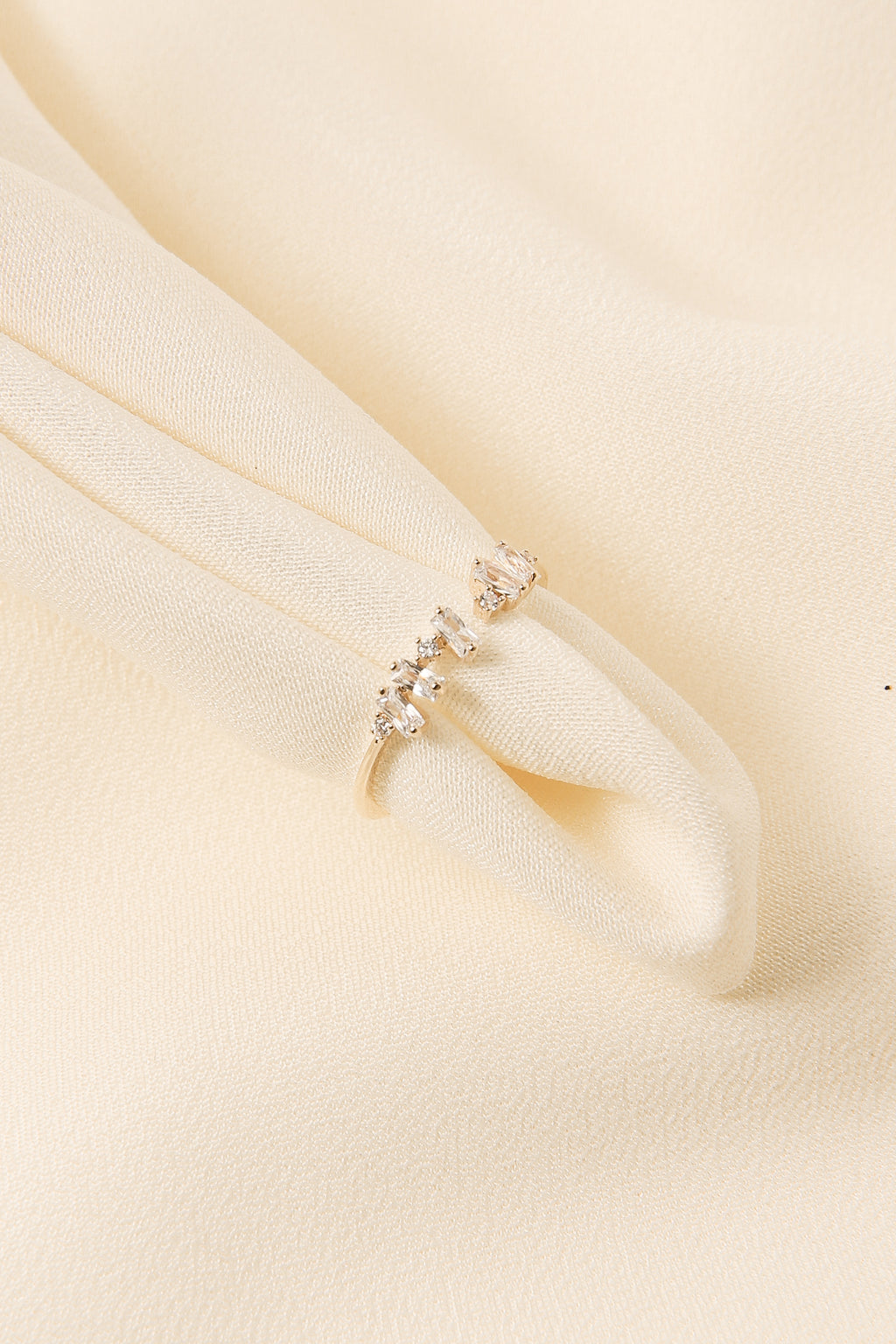 Dainty Baguette Ring