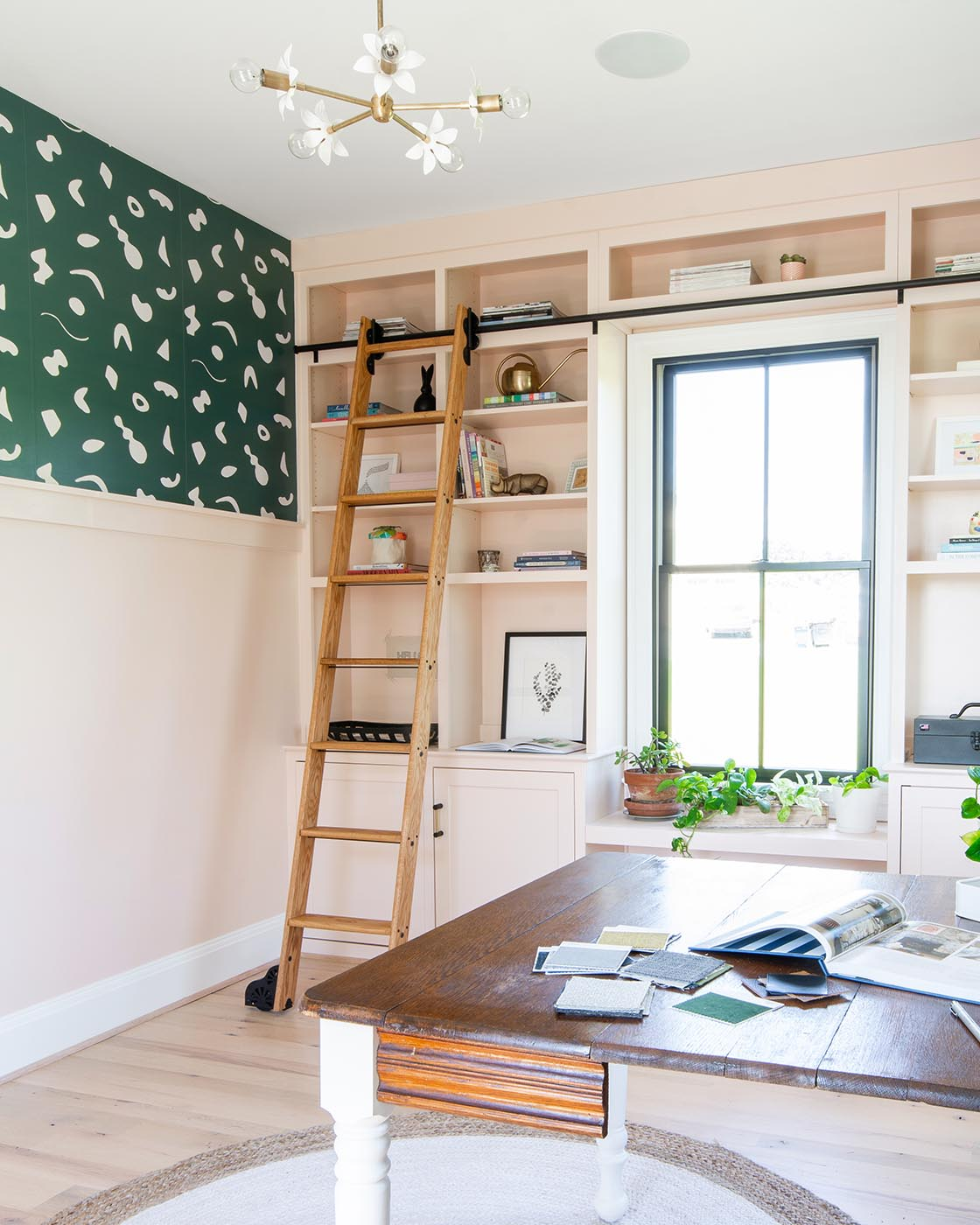 DIY built-in bookshelves brought much-needed storage to this stylish home office. See how the room went from totally bare to incredibly functional!