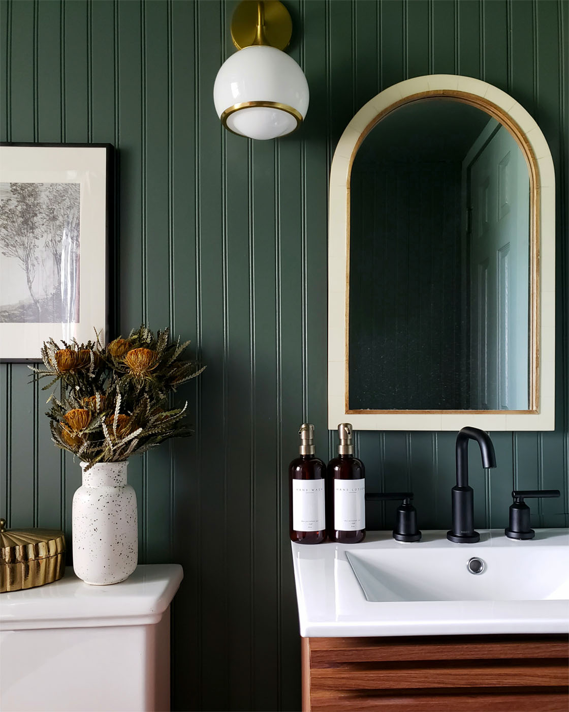Best Paint Colors for a Small Bathrooms