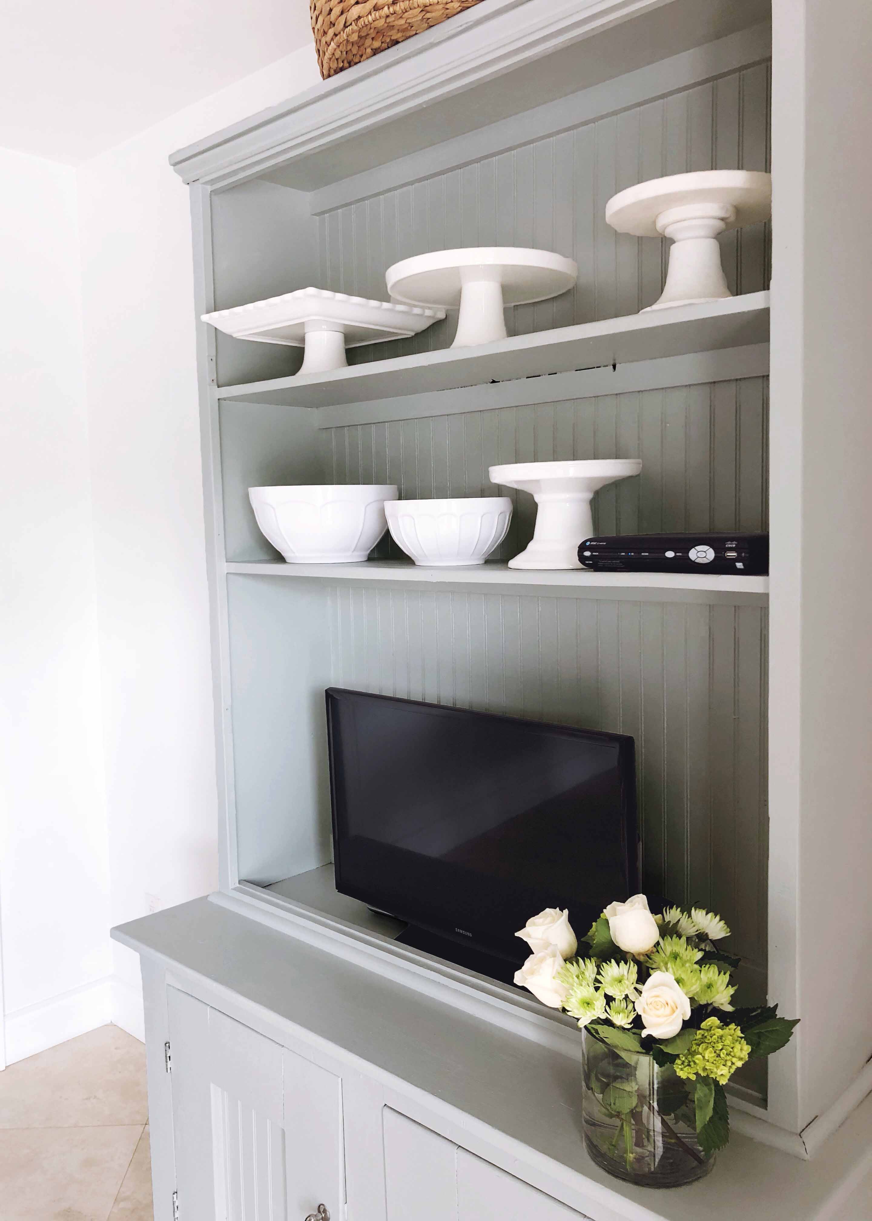 Take a peek at a beautiful painted furniture transformation plus get 4 must-read tips for painting furniture like a pro!