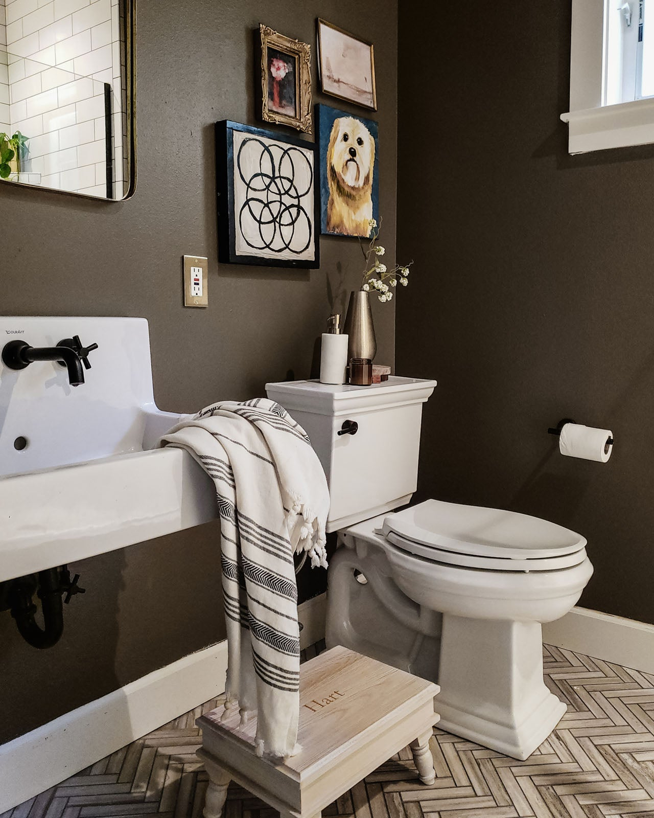 You don't have to break the bank to update your bathroom. From fresh paint to thrifted finds, we're sharing five bathroom decor ideas on a budget. Read now!